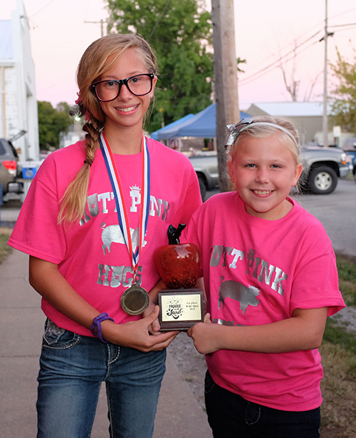Kylie Graff and Maddie Guy won 1st Place overall in our inagural Kids' Que. Photo © Rob Burke