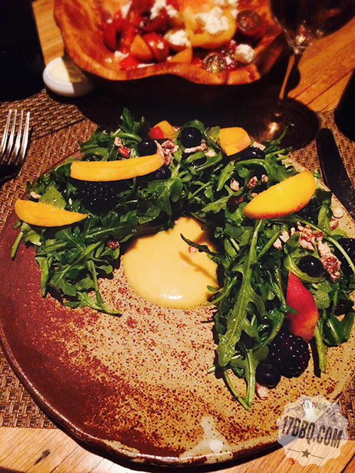 Arugula salad with peaches and blackberries